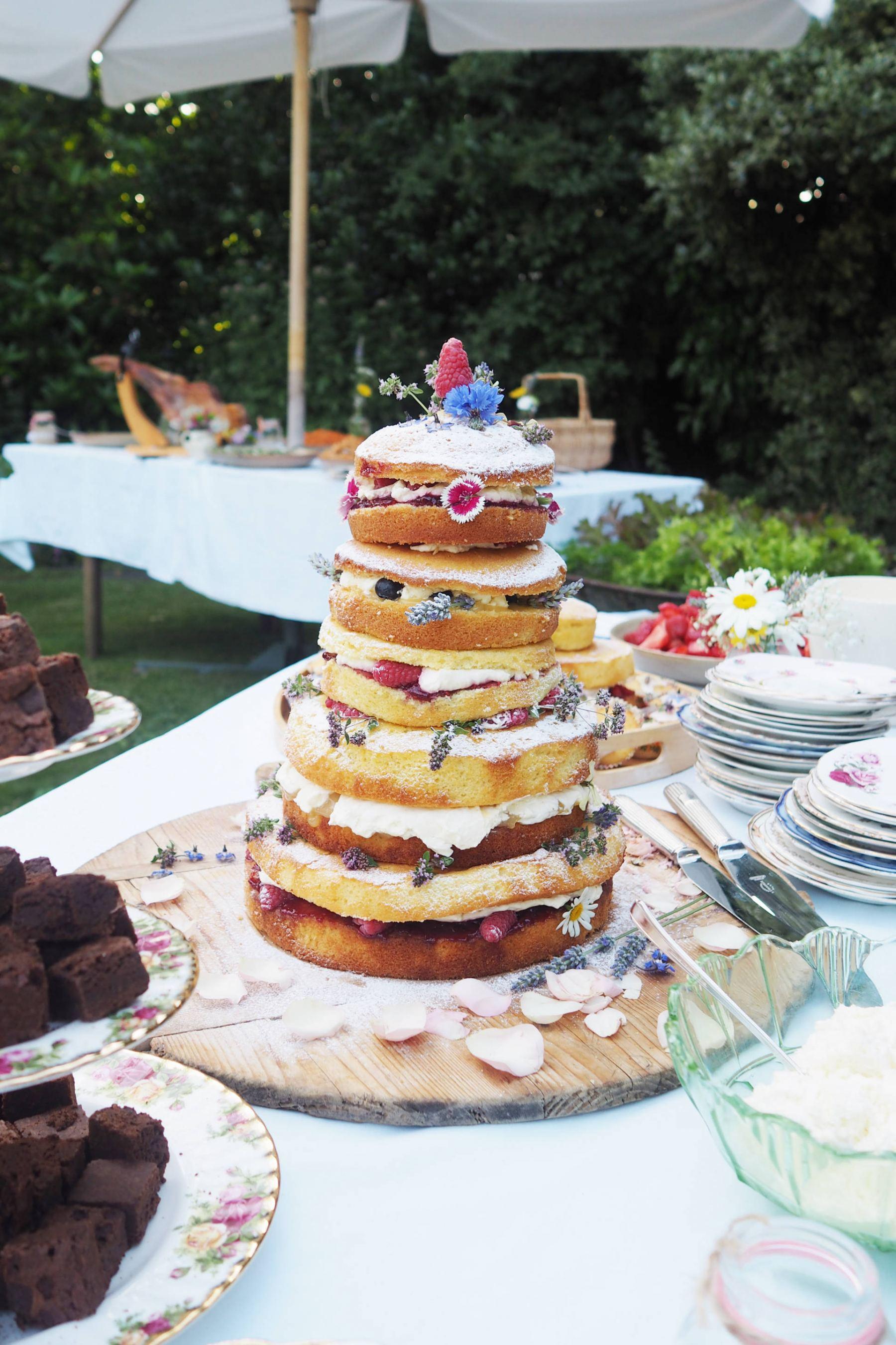 wewdding tiered cake vintage
