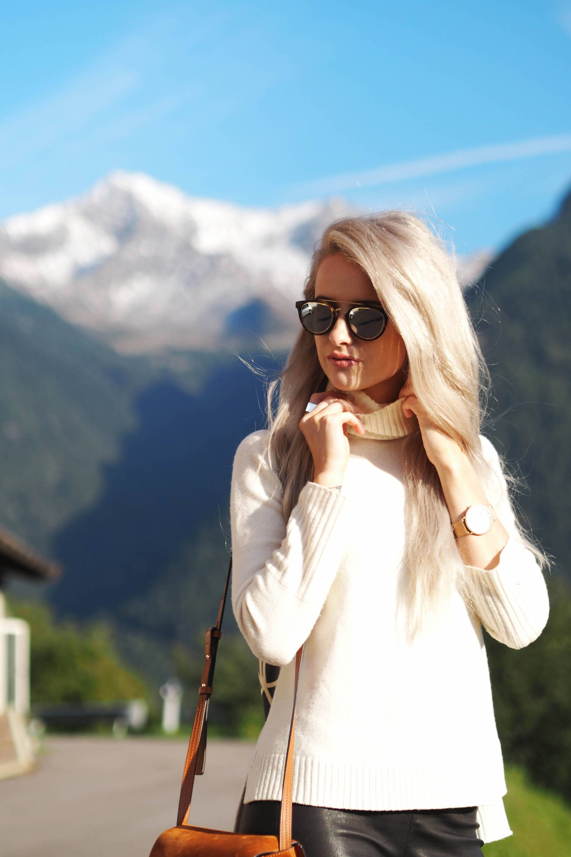 white hair inthefrow