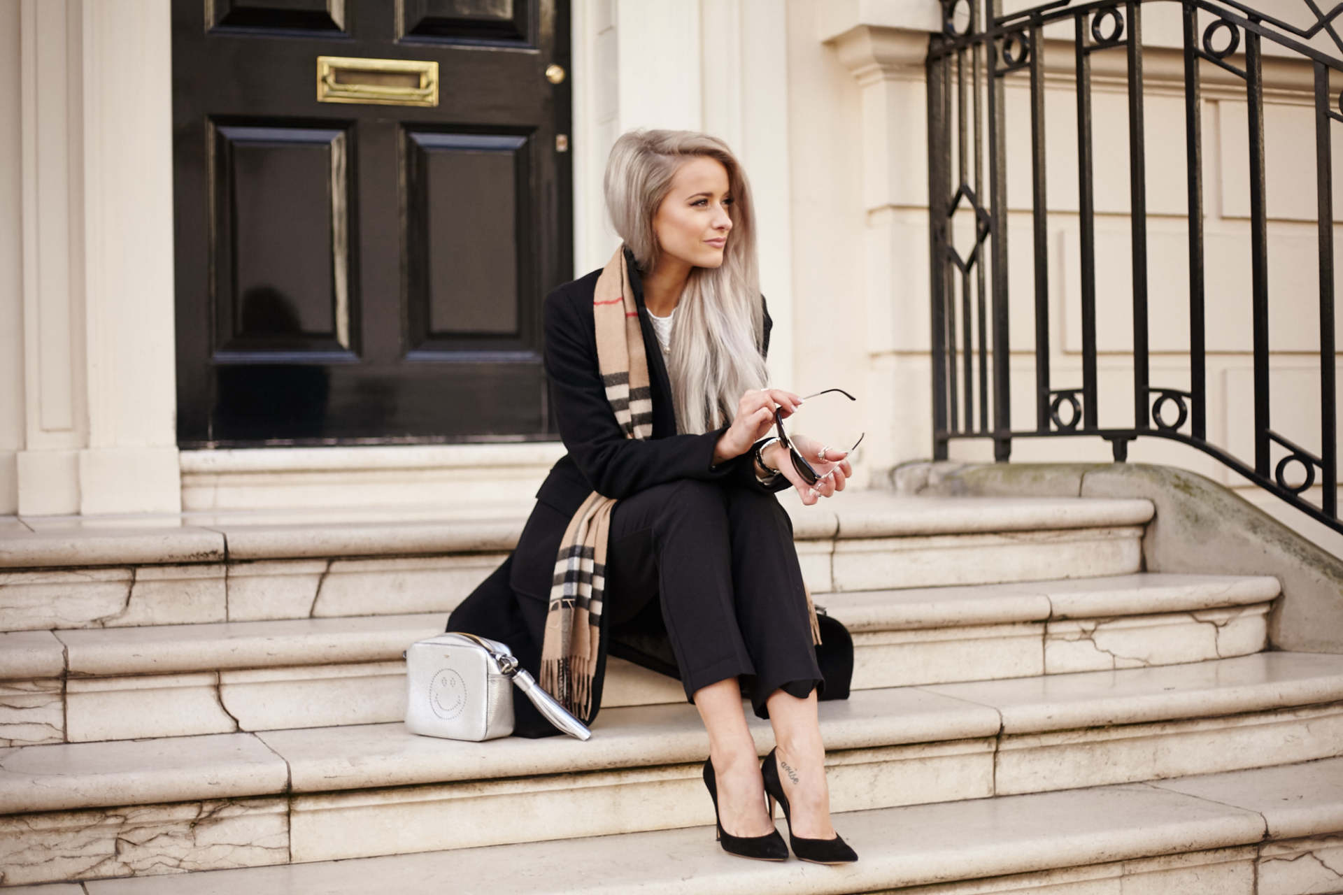 inthefrow burberry, anya hindmarch, maje, gianvito rossi