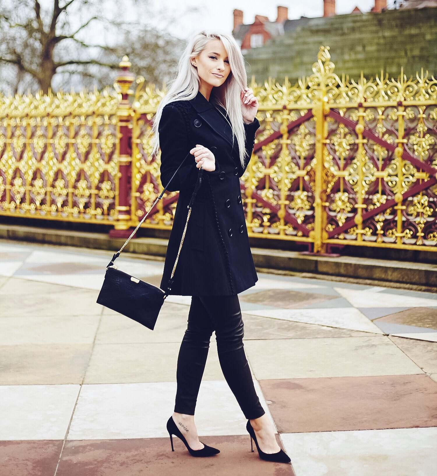 inthefrow at burberry show london fashion week a/w16