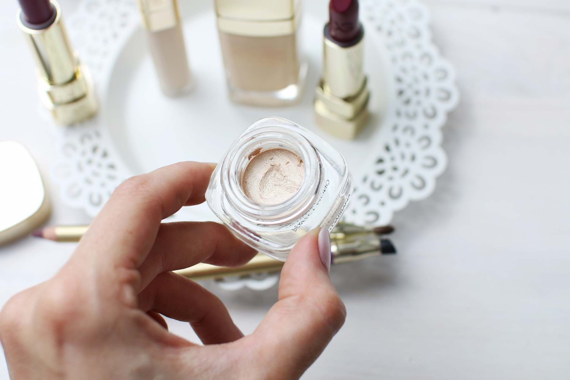 dolce and gabanna beauty inthefrow golden cream eyeshadow