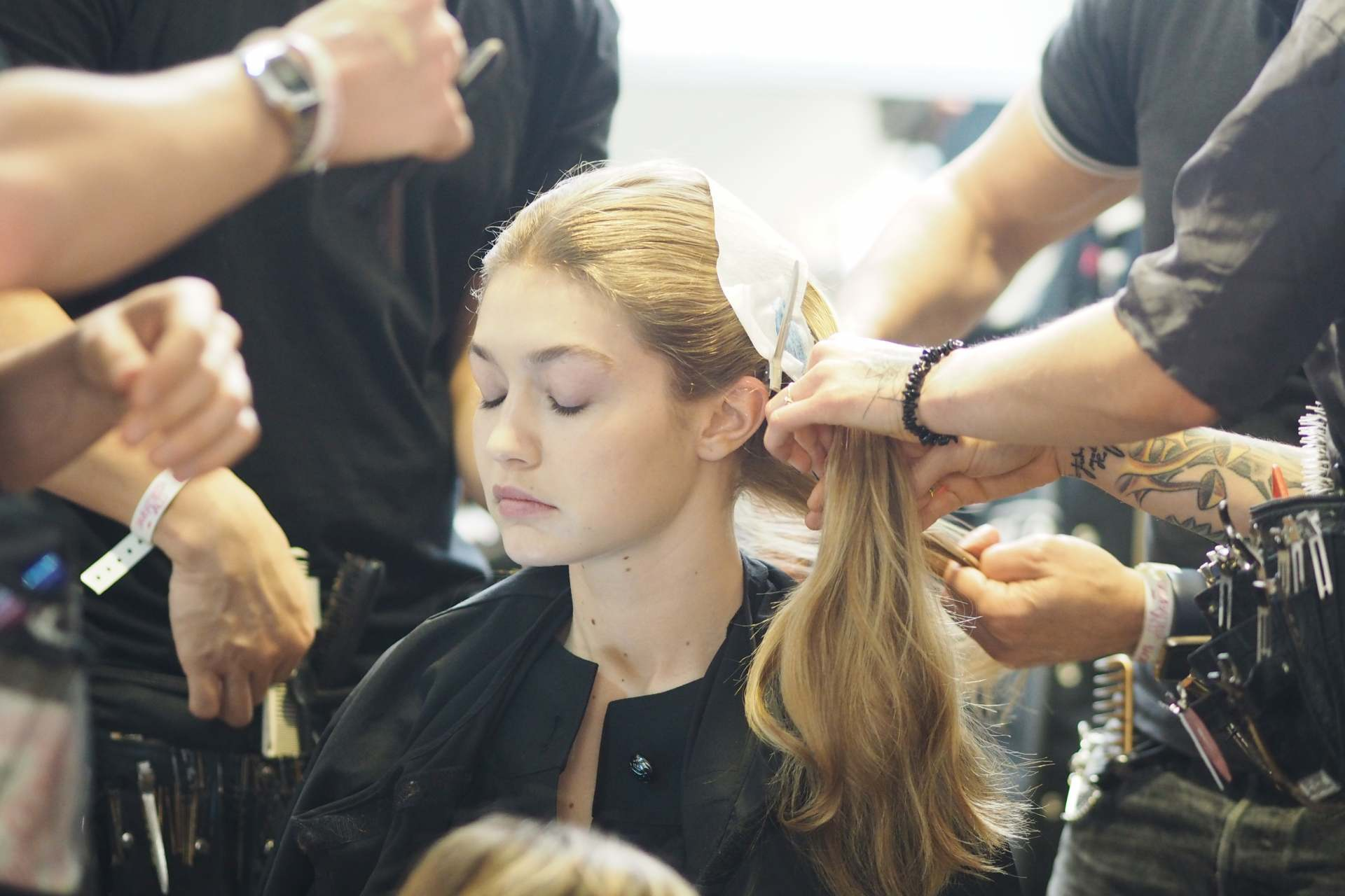 gigi hadid backstage giambattista valli paris fashion week