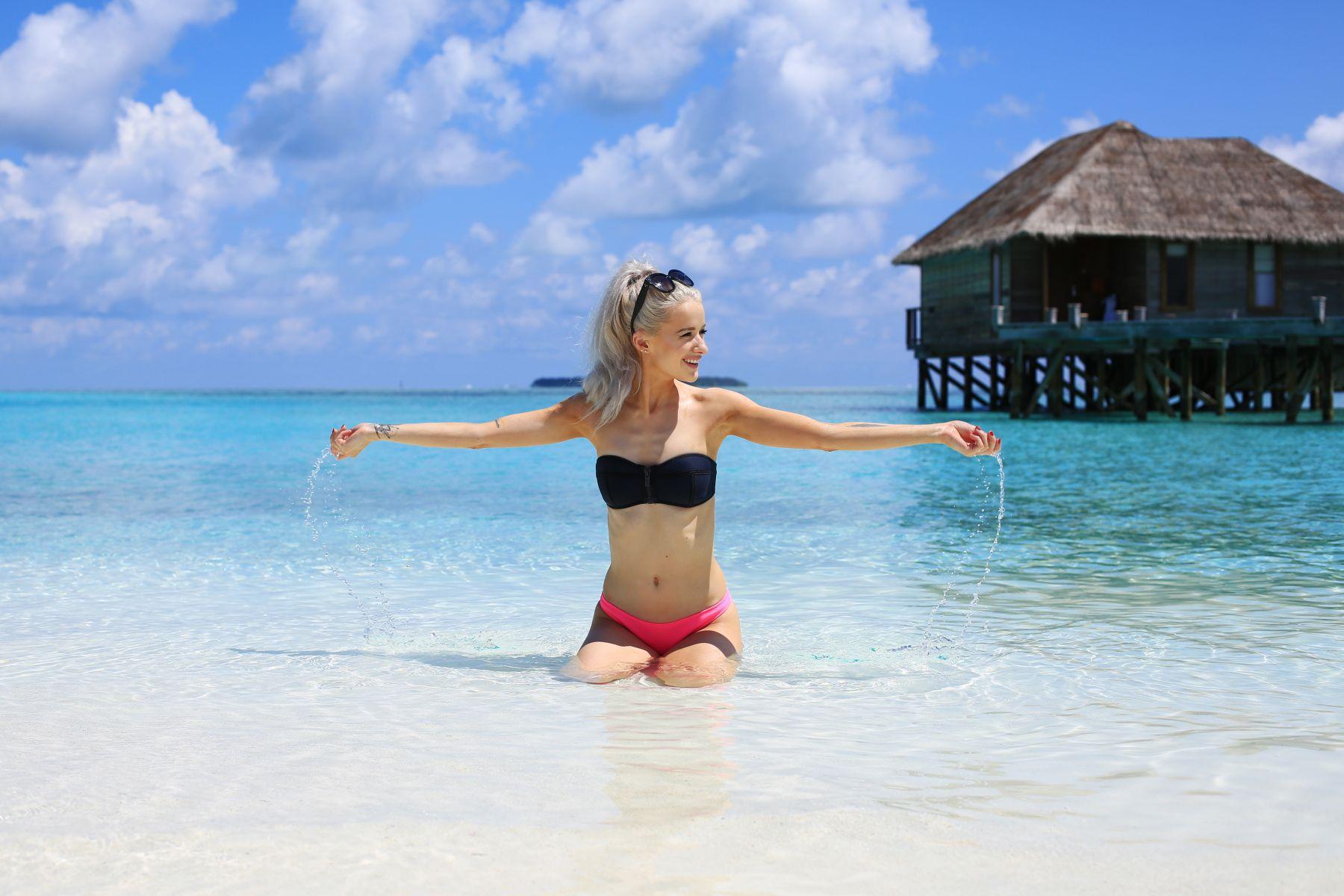 how to stay healthy on holiday / triangl bikini