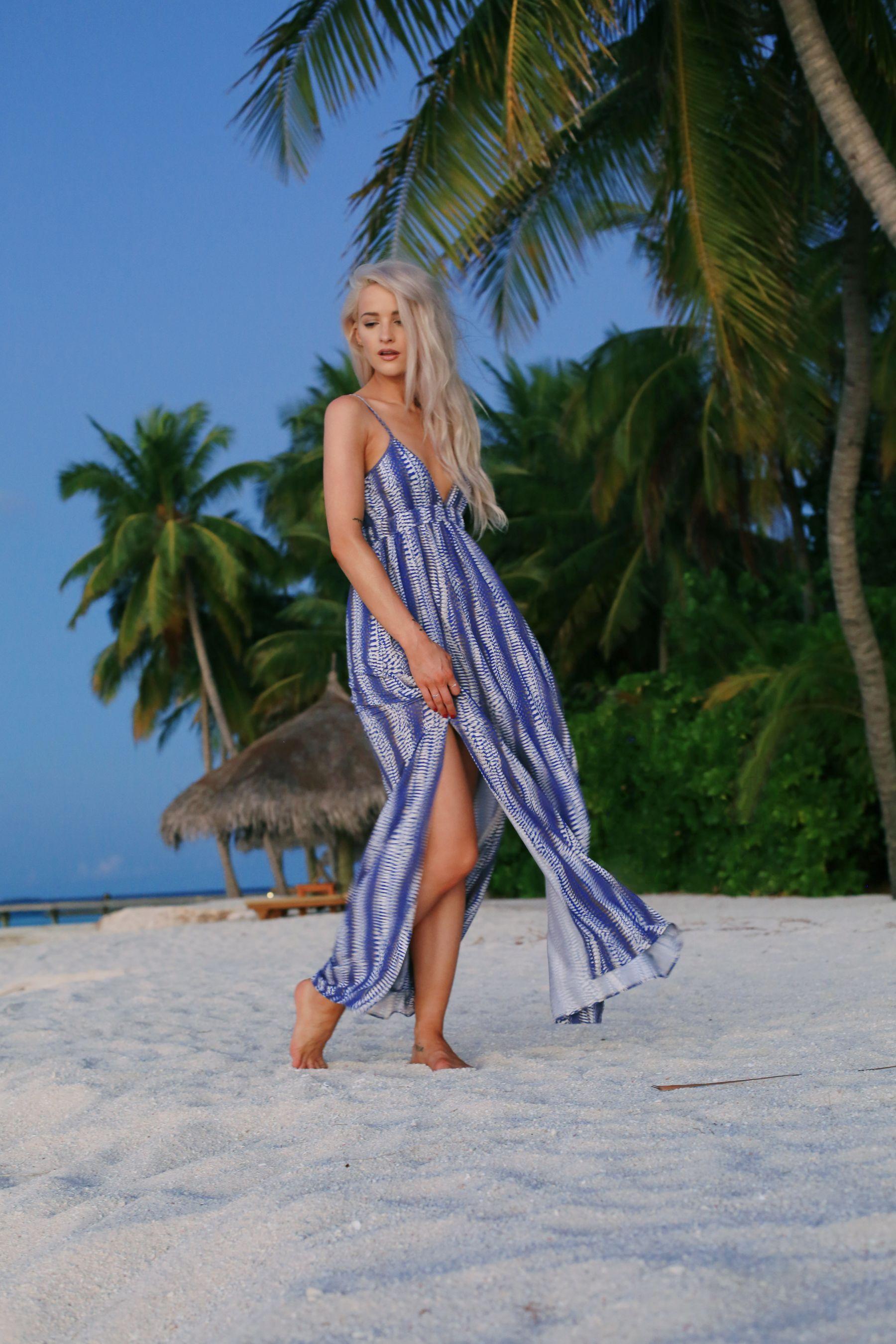 holiday evening outfits / blue melissa odabash maxi dress / inthefrow