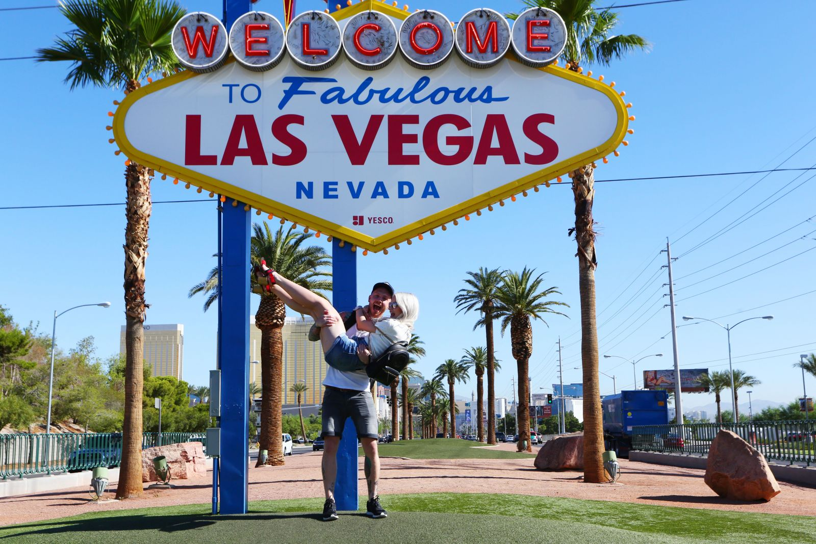 Stock footage welcome to fabulous las vegas sign with flashing lights - Find