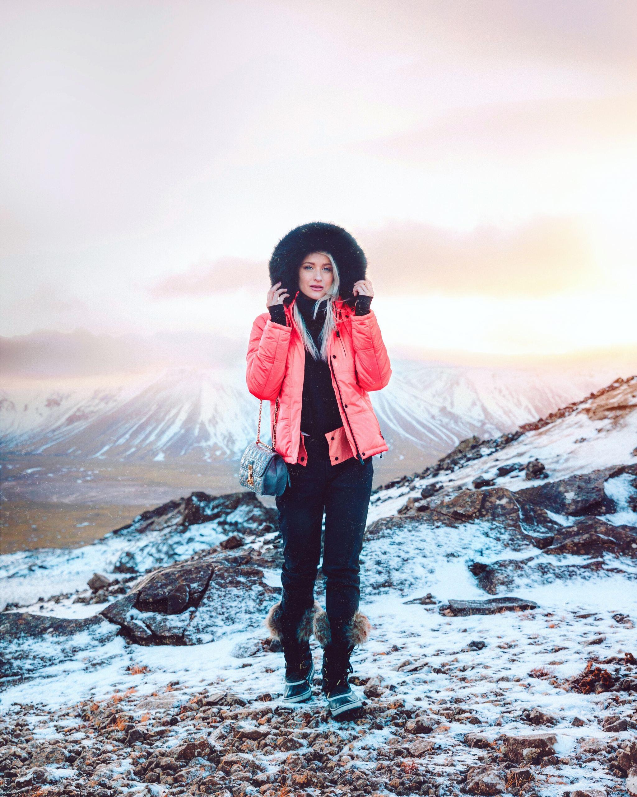 Fashionable Skiwear: What Stylish Girls Choose for the Slopes Fashionable Skiwear: What Stylish Girls Choose for the Slopes new picture